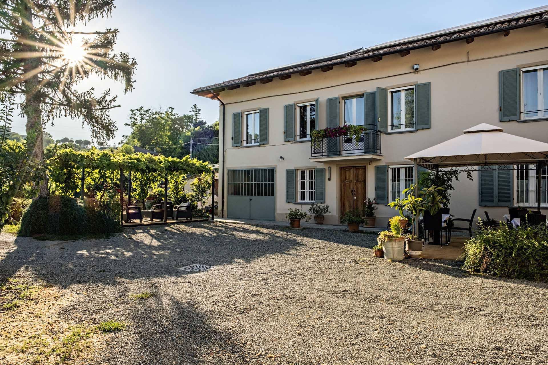 Villa-curte-Nicia-cortile.jpg
